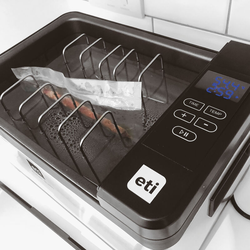 Sous-vide cooking device  image number null